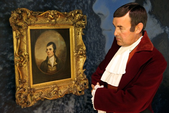 Burns looks at Burns (Robert Burns by Alexander Naysmith, SNPG). Photograoher Zvonko Kracun